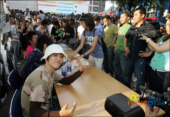 bigbang-first-fan-sign_001